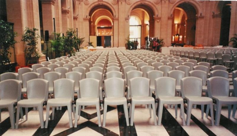 Location de chaises luxe ou pas cher de réception mariage
