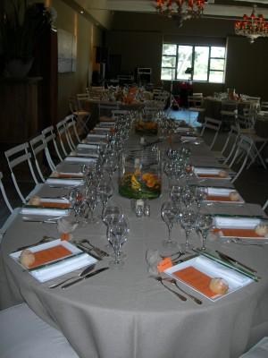 tables ovales 3m x 1m • 12/14 personnes nappée