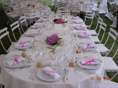 Location Table 1,20m x 0,60m assemblée en table ovale dressée